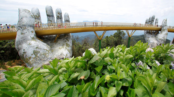 AD-Creative-Design-Giant-Hands-Bridge-Ba-Na-Hills-Vietnam-03